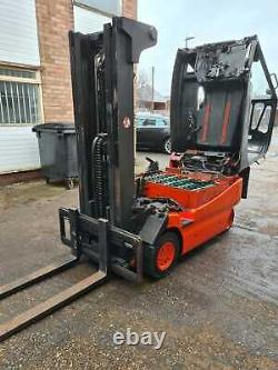 2.0t Linde 4 Wheel Forklift Truck E20-02 Available for Local Rental or HP