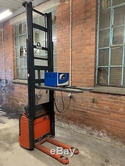 Linde L12 Pedestrian Forklift Electric Pallet Truck