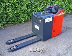 Linde T20 electric powered pallet truck / forklift