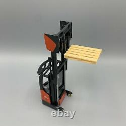 NZG Diecast Model Linde R14 X Electric Reach Truck 125 Includes Pallet 2018