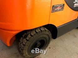 Chariot Élévateur À Gaz Doosan Linde / Toyota / Still / Clark / Caterpillar / Mitsubishi