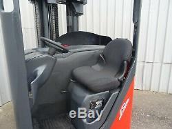 Chariot Élévateur À Portée Électrique Linde R14.