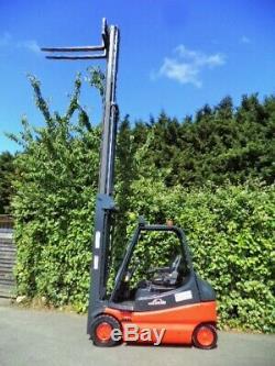 Chariot Élévateur Électrique À Contrepoids Linde E25 / 5,9 Mètres De Hauteur De Levage