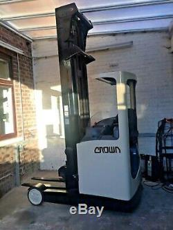 Crown Esr 4500 Reach Forklift 12 Mois Loler Pas Jungheinrich, Linde, Toyota