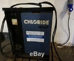 Électrique Chariot Élévateur. Linde E16s. 1600 Kilos 3250 Notés Hauteur