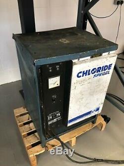 Linde E18 1.8t Électrique 4 Roues Double Mât Chariot Élévateur, Des Piles Neuves