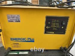 Linde R14 Électric Forklift Stacker Camion. Bon Chargeur De Batterie Nouveau